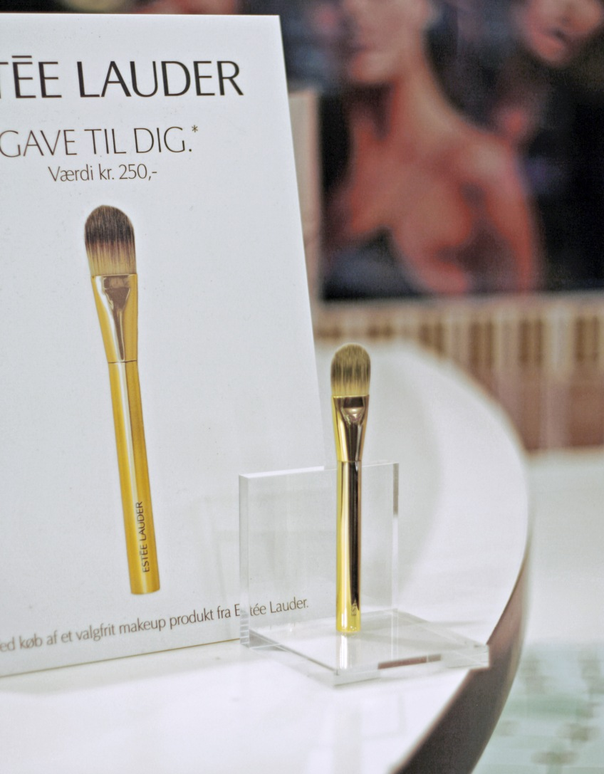 The gift with a purchase -  collective item: Foundation Pencil for Estèe Lauder´s customer at The Power Of Our Future Make-up Event by Estèe Lauder Cosmetics at SEPHORA Denmark